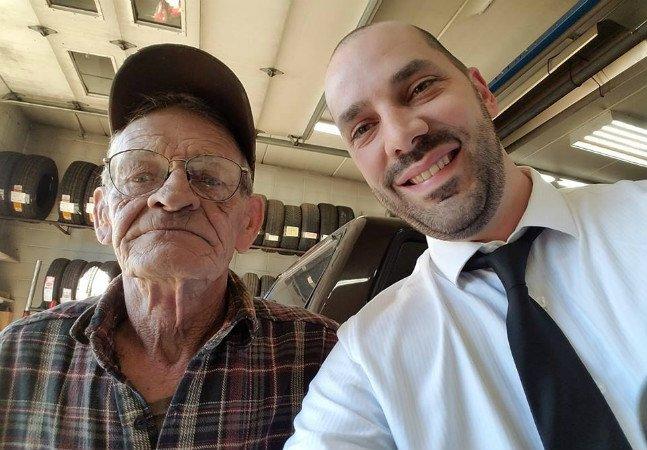 Homem de 74 anos empresta seu carro a um estranho para que ele chegue a tempo de um funeral