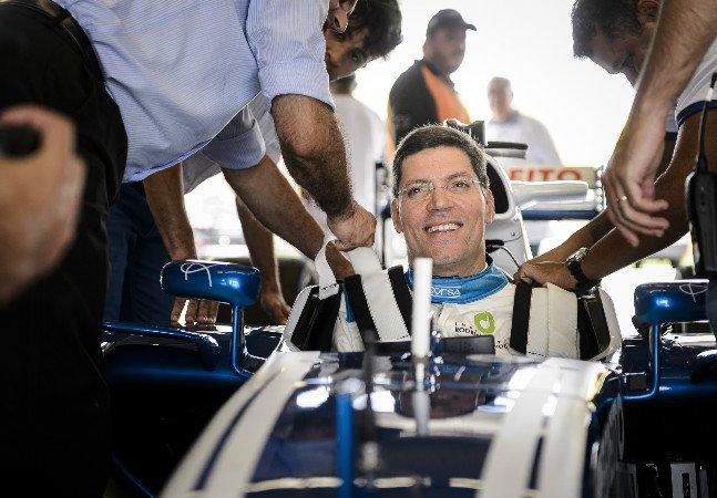 Tecnologia permite que tetraplégico guie carro de corrida por comandos cerebrais