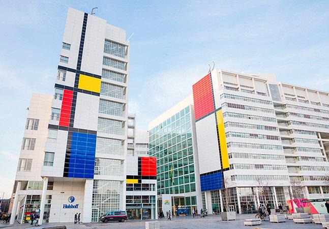 A maior réplica de Mondrian do mundo deixou esta cidade holandesa mais colorida