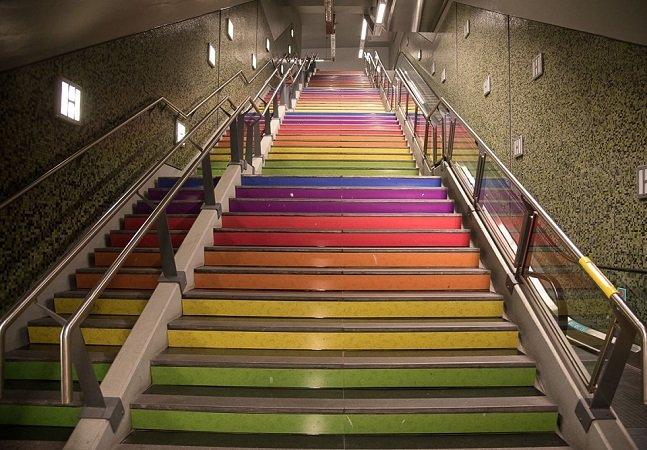 Estação de metrô de Buenos Aires ganha nome de ativista LGBT e escada de arco-íris
