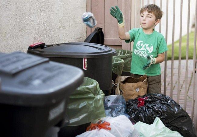 Menino de 7 anos cria empresa de reciclagem e consegue $ 10K para investir na faculdade