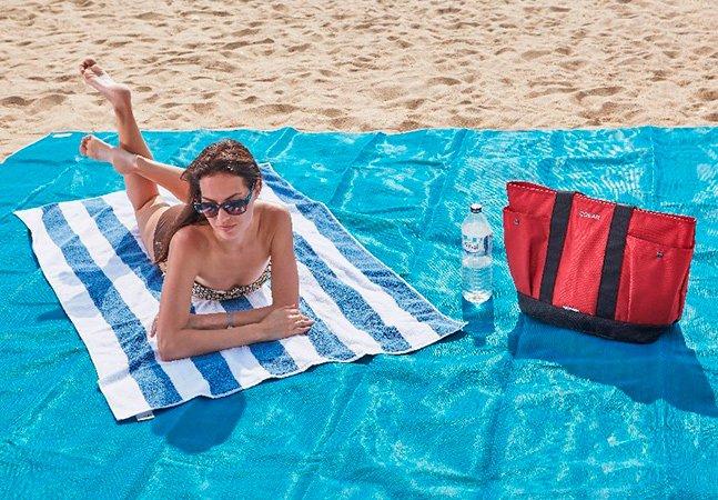 Tapete que 'absorve' areia impede  que você vire um croquete na praia