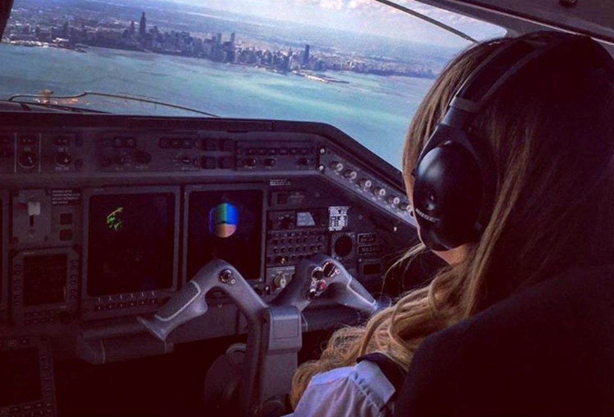 the-mexican-pilot-has-amassed-over-722k-followers-with-her-photos-in-the-cockpit