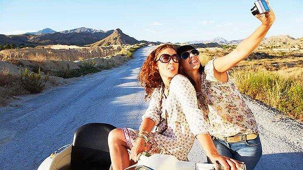 trv-art-selfie-female-traveller-620x349