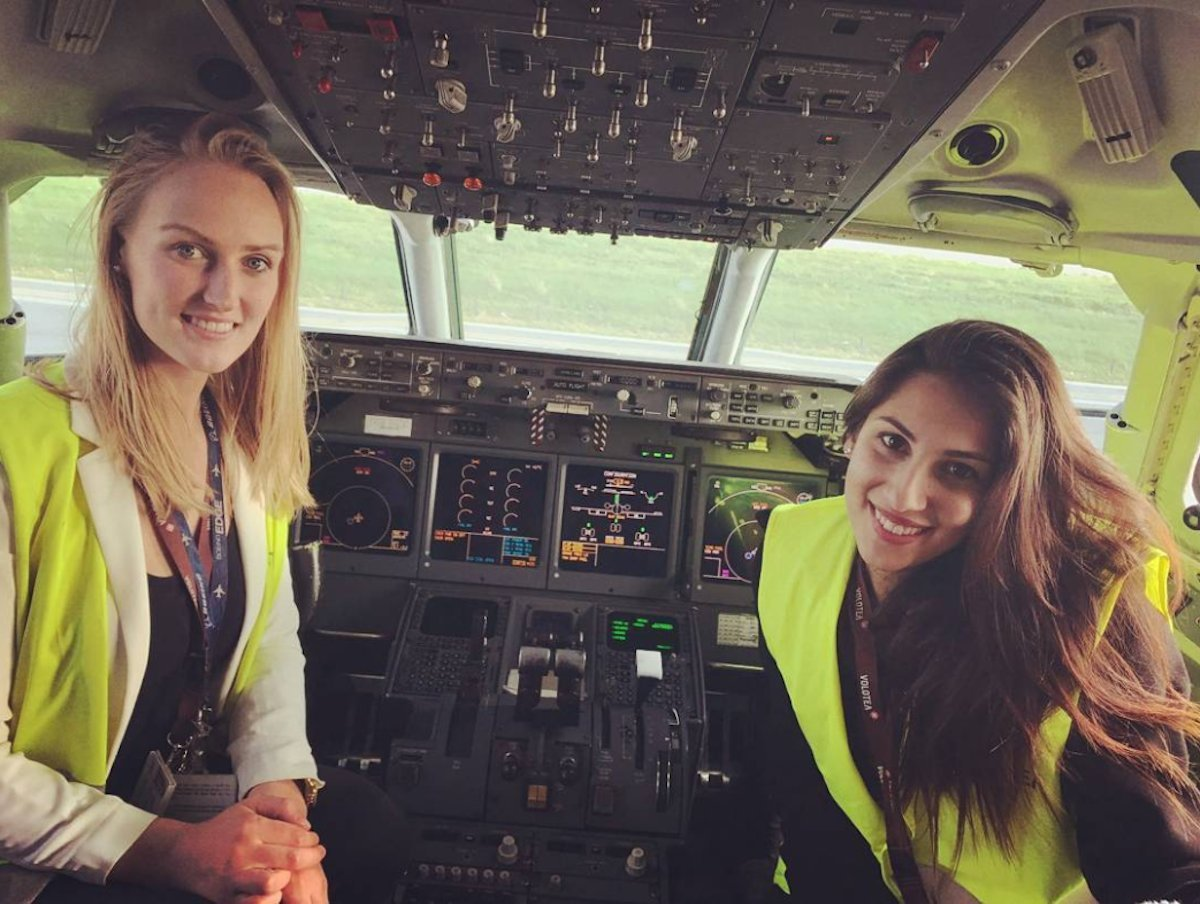 with-over-43k-followers-on-instagram-lindy-is-inspiring-other-young-women-to-enter-the-aviation-industry