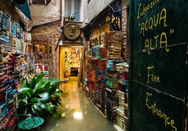 A criatividade para salvar livros das cheias fez desta livraria em Veneza uma das mais originais do mundo