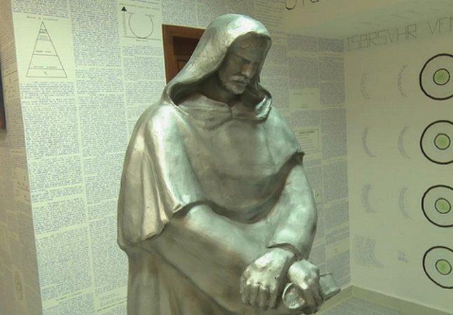 Estudante desaparece no Acre deixando para trás 14 livros criptografados e instalação surreal em seu quarto