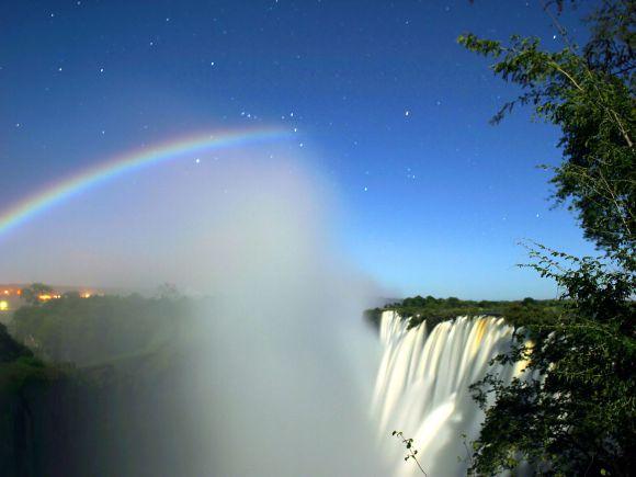 Arco-íris-Lunar-_Victoria_Falls_-_Calvin_Bradshaw_3