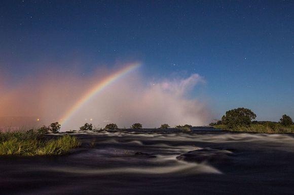 Arco-íris-Lunar-_Victoria_Falls_-_Scolopendra33