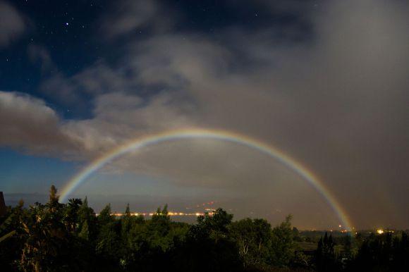 Arco-íris-Lunar_Kula_Hawaii-Arne-Kaiser