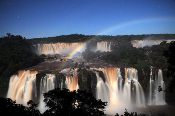 Arco-íris_de_lua_cheia_em_Foz_do_Iguaçu-Silvia-do-valle