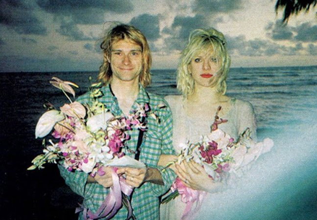 Fotos raras eternizam o dia do casamento de Courtney Love e Kurt Cobain, no Havaí em 1992