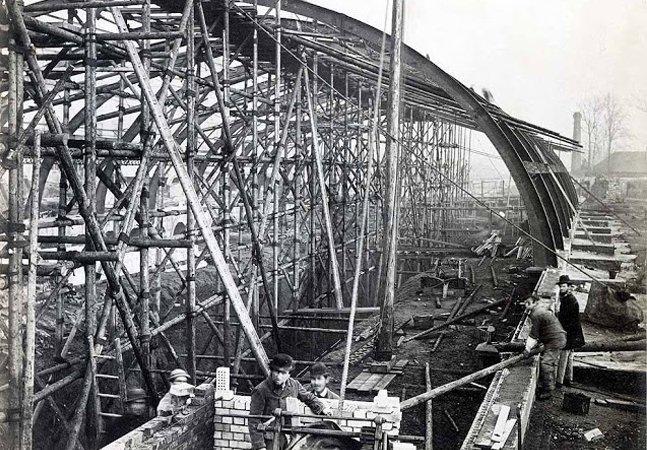 15 imagens inacreditáveis do metrô de Londres começando a ser construído no século 19