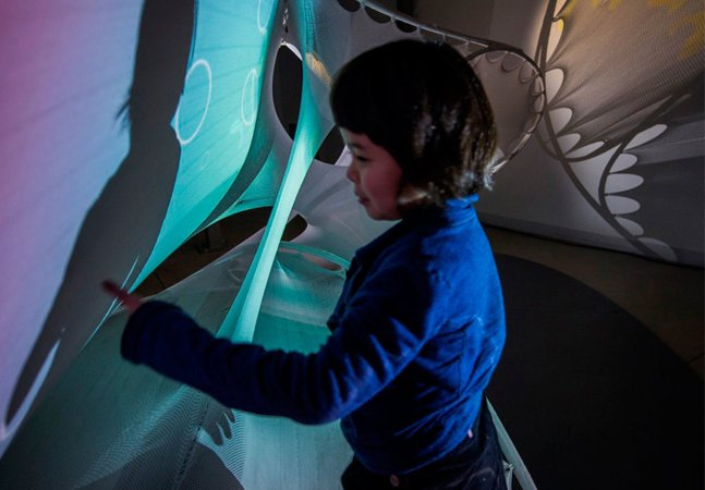 """Arquiteto cria """"parquinho"""" imersivo para sua filha e outras crianças autistas desenvolverem os sentidos"""