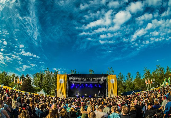 Festival de música na Islândia tem três dias ininterruptos de sol