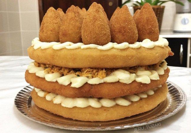 Autoras do bolo de coxinha que bombou na web mostram o passo a passo e melhoram a Páscoa de todos nós
