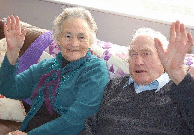 Casal que esteve junto por 71 anos morre separado por quatro minutos  (e em lugares diferentes)