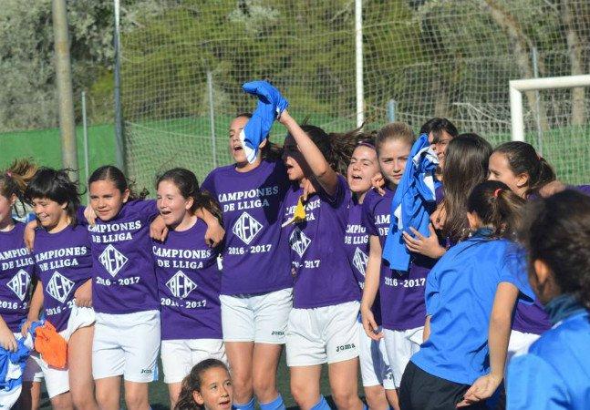 O time de futebol feminino que venceu um campeonato masculino na Espanha
