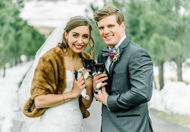 Casal de veterinários surpreende em sua festa de casamento ao levar gatinhos resgatados