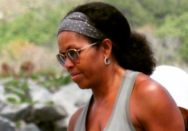 Michelle Obama está ostentando seu cabelo natural e a internet não está sabendo lidar com isso