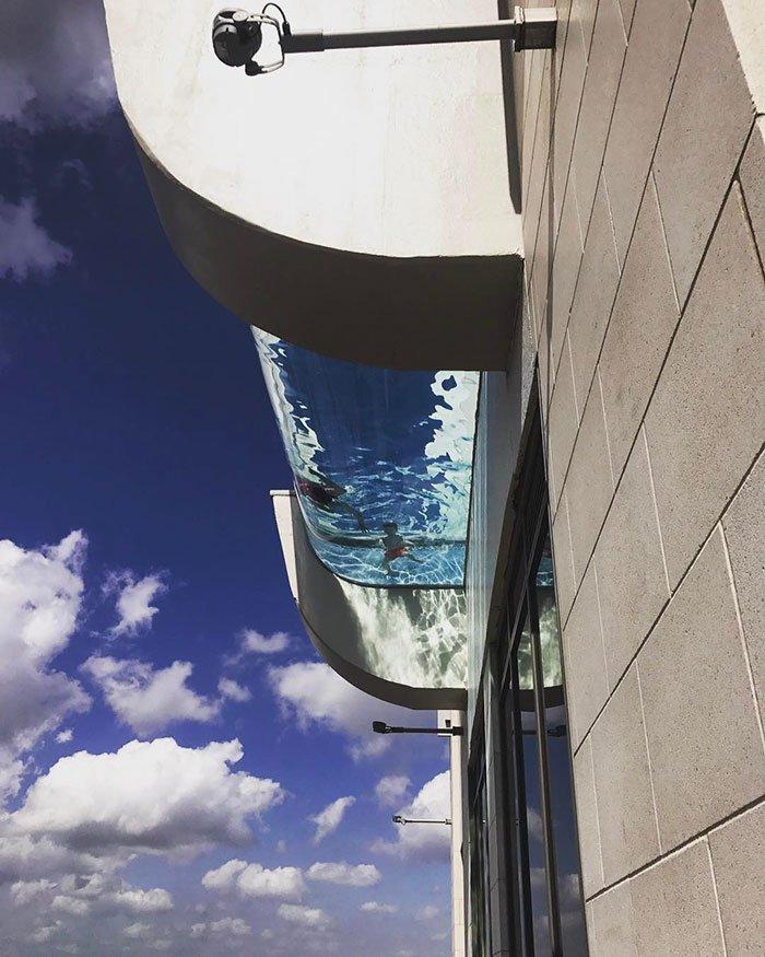 swimming-pool-sky-market-square-tower-houston-3