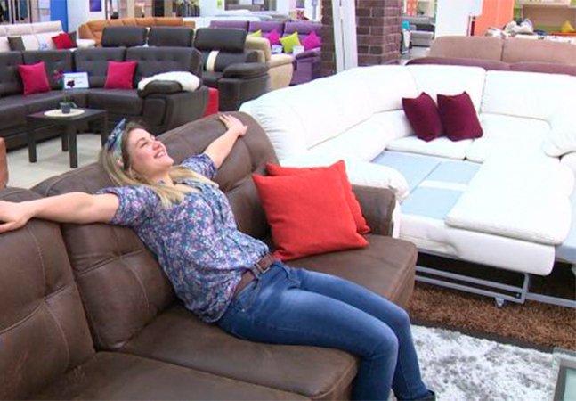'Testador de sofá' é provavelmente um dos melhores empregos do mundo