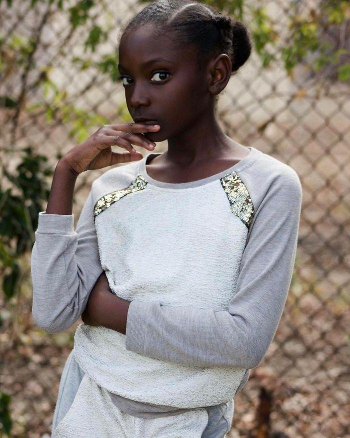 10-year-old-bullied-dark-skin-becomes-t-shirt-model-15-59267e90b014e__700