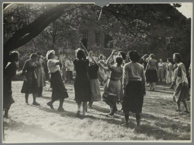 51++Dutch+Folk+Dances
