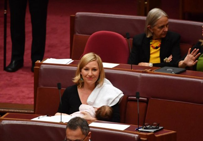 Deputada faz história ao amamentar a filha durante sessão do parlamento australiano