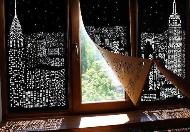 As incríveis cortinas que parecem abrir janelas para a silhueta de uma grande cidade
