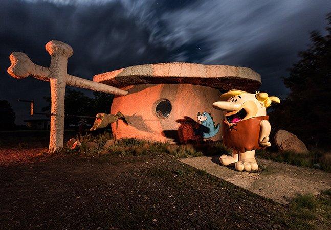 O parque temático dos Flintstones é uma verdadeira – e bonita – viagem no tempo