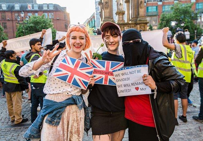 Essas fotos são um exemplo de como Manchester reagiu ao atentado com amor