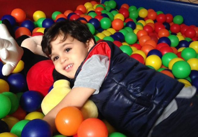 Mãe cria campanha potente após dificuldades para matricular filho com autismo em escolas de SP