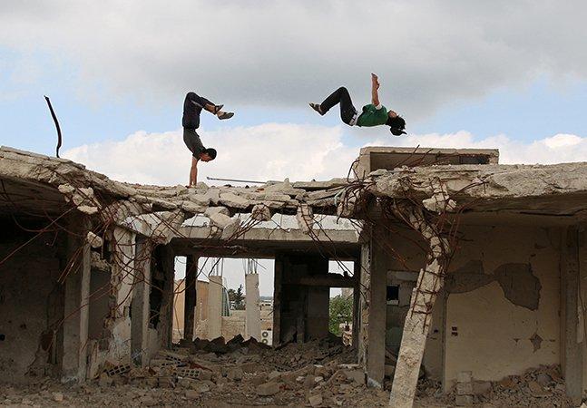 Jovens usam o parkour como veículo de escape aos horrores da guerra na Síria