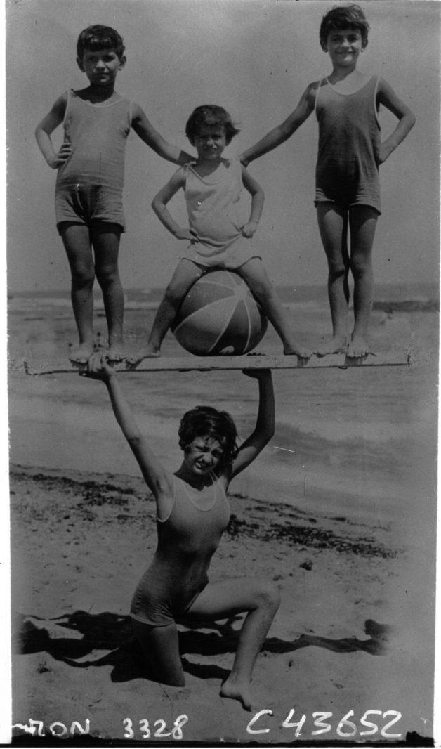 Scene-on-the-beach-of-Egypt