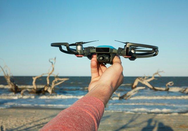O menor drone do mundo cabe na palma da mão, é controlado por gestos e faz ótimas fotos