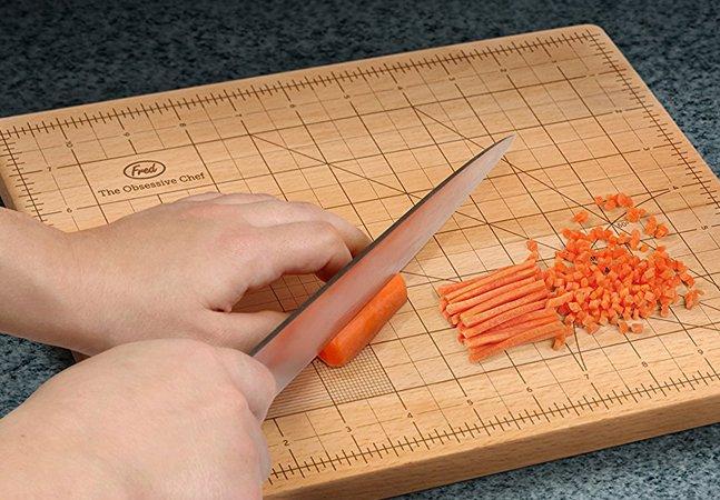 Tábua de picar para perfeccionistas deixa ingredientes com tamanhos perfeitos