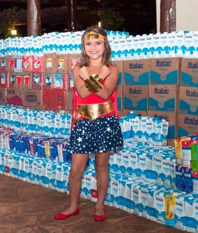 Após vencer o câncer, brasileira de 9 anos arrecada 5 mil litros de leite para crianças em tratamento