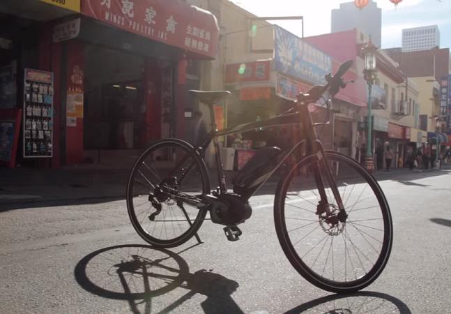 Essa loja troca carros velhos por bicicletas elétricas novinhas em folha