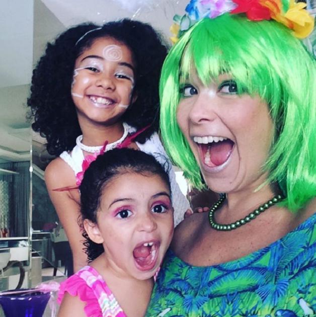 Samara e as filhas, Alícia e Lara