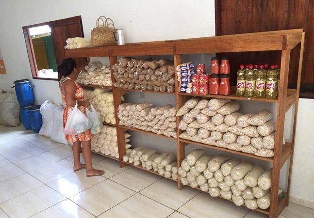 O primeiro supermercado brasileiro em que clientes trocam lixo reciclável por comida já abriu e fica no Acre