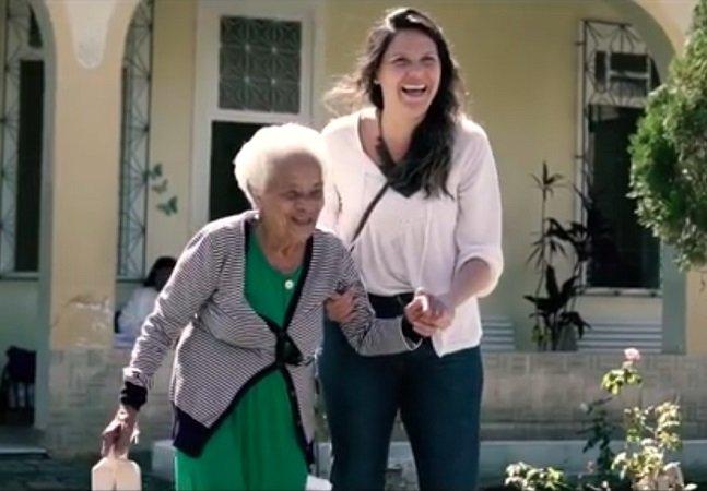 Cariocas são convidados a 'adotar uma mãe' em campanha comovente em lares de idosos