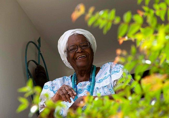 Aos 92 anos, ialorixá brasileira cria app para difundir a generosidade e a tolerância religiosa