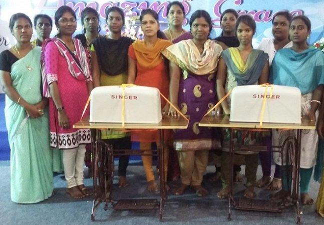 Nicki Minaj arrasa de novo e doa poços de água, máquinas de costura e computadores a vila indiana