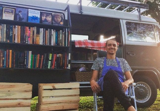 Cearense coloca livros em uma Kombi e a transforma em livraria ambulante