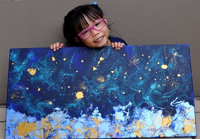 Uma menina de 5 anos está chamando a atenção por suas pinturas dignas das paredes de uma galeria