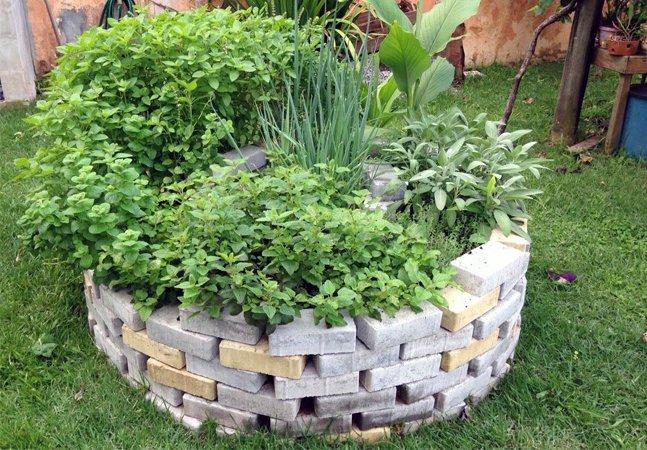 Saiba como fazer sua espiral de ervas, um ótimo primeiro passo para entender a permacultura