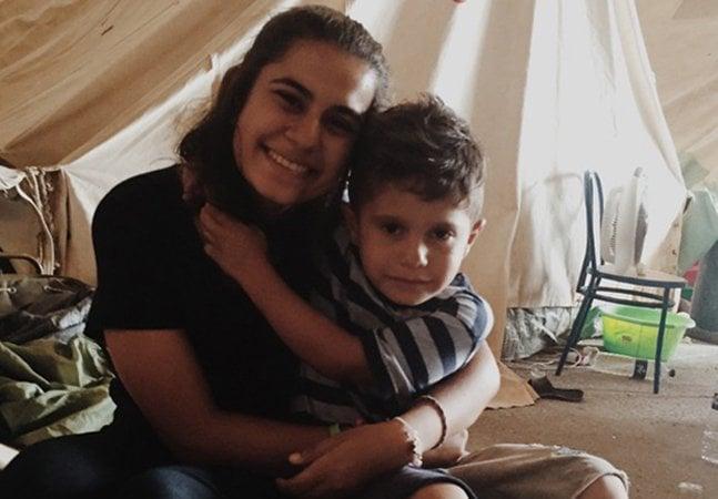 Brasileira de 17 anos já foi 3 vezes à Grécia ajudar refugiados arrecada dinheiro para nova missão