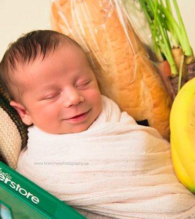 Bebê nasce no supermercado e ganha ensaio de recém-nascido divertido e muito apropriado