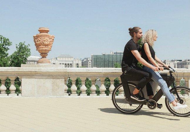 A bike com dois assentos é o sonho de todo casal aventureiro